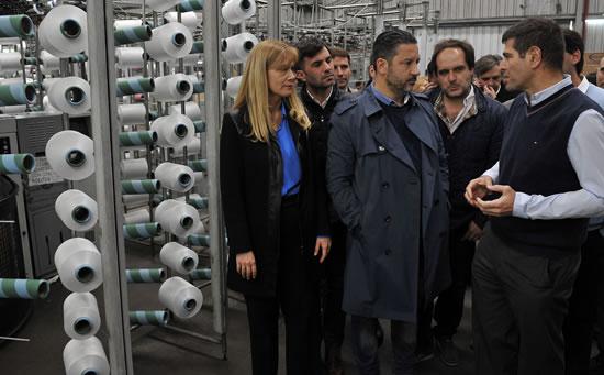 Intendentes visitaron fábrica textil en Merlo